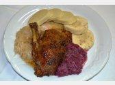 Gebratene Ente, Kartoffel- oder Semmel Knödel und Weiß- oder Blaukraut