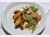 """Kalbfleisch """"Scaloppini"""" in Marsala-Sahne-Sauce mit Rucola, Bratkartoffeln"""