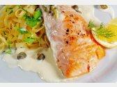 Gegrillter Lachs mit Kapern-Sauce, ItalienischePasta