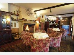 Tarouca Restaurant - am Kamin sitzen und Bar
