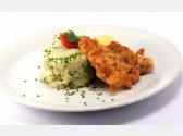 Wiener Schnitzel (Kalb) mit Stampfkartoffeln mit Speck und grüne Zwiebel