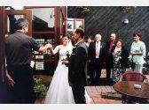 Willkommnen junger Ehepaar