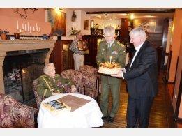 Oslava 97. narozenin generála Alexandra Beera, náčelník GŠ AČR Petr Pavel a bývalý předseda vlády ČR Jiří Rusnok