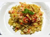 Tagliatelle mit Knoblauch, Olivenöl, Peperoni und Krevetten