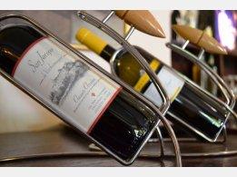 Und zum Essen gehört guter Wein. ...