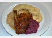 Gebratene Ente, hausgemachte Kartoffel- und Semmelknödel, Weiß- und Rotkraut