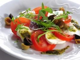 """Capresse"" - Mozzarella mit Tomaten, Basilikum und Olivenöl"