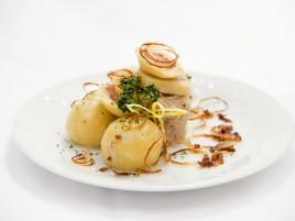 Kartoffelknödel mit Rauchfleisch gefüllt